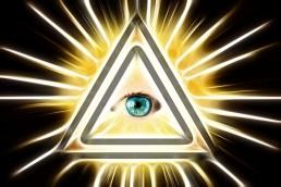 Es fácil confundir Scrum con una religión. No cambies el triángulo de acero por el ojo sagrado.